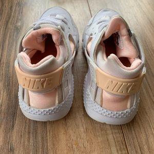 Nike huaraches peach & white toddler girls 10C